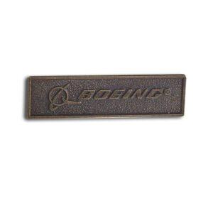 Pin de bronce con la firma de Boeing