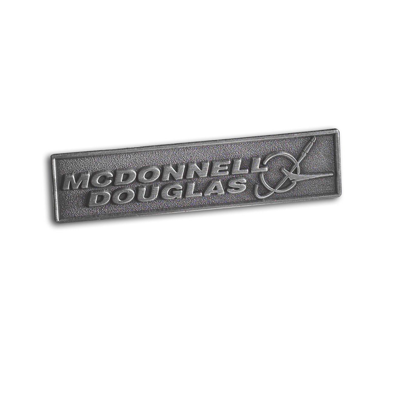 Pin-con-el-logotipo-de-McDonnell-Douglas-585085010039